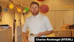 Kristian Midtoy serves up gourmet dishes like salmon sashimi at a kindergarten in Oslo.