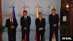 Presidenti i Kosovës, Fatmir Sejdiu, ai i Shqipërisë, Bamir Topi, presidenti i Maqedonisë, Gjorgje Ivanov, dhe ai i Malit të Zi, Filip Vujanoviq në konferencë për shtyp në Prevallë, Prizren 26 qershor 2010