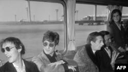 Лондон шаарында 2000-жылдын 18-июль күнү Жон Леннонго арналган эстелик ачылган.