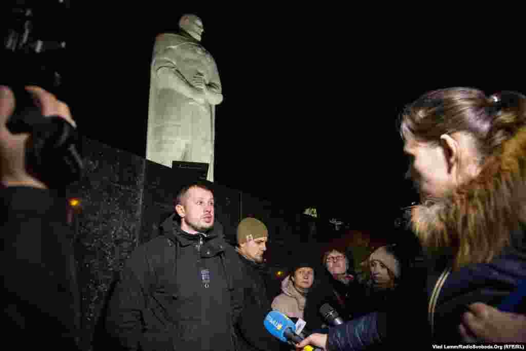 Андрій Білецький дає коментарі пресі щодо встановлення пам'ятника князю Святославу
