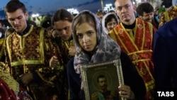 Наталья Поклонская с иконой Николая II. Иллюстрационное фото