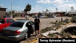 Последствия урагана «Майкл» в Линн-Хейвене, Флорида, США, 14 октября 2018 года