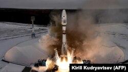 """Запуск ракеты-носителя """"Союз-2.1б"""" с 19 спутниками"""