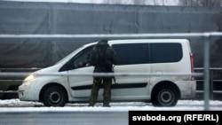 Проверка автомобиля на границе России и Белоруссии, 9 декабря 2014-го года