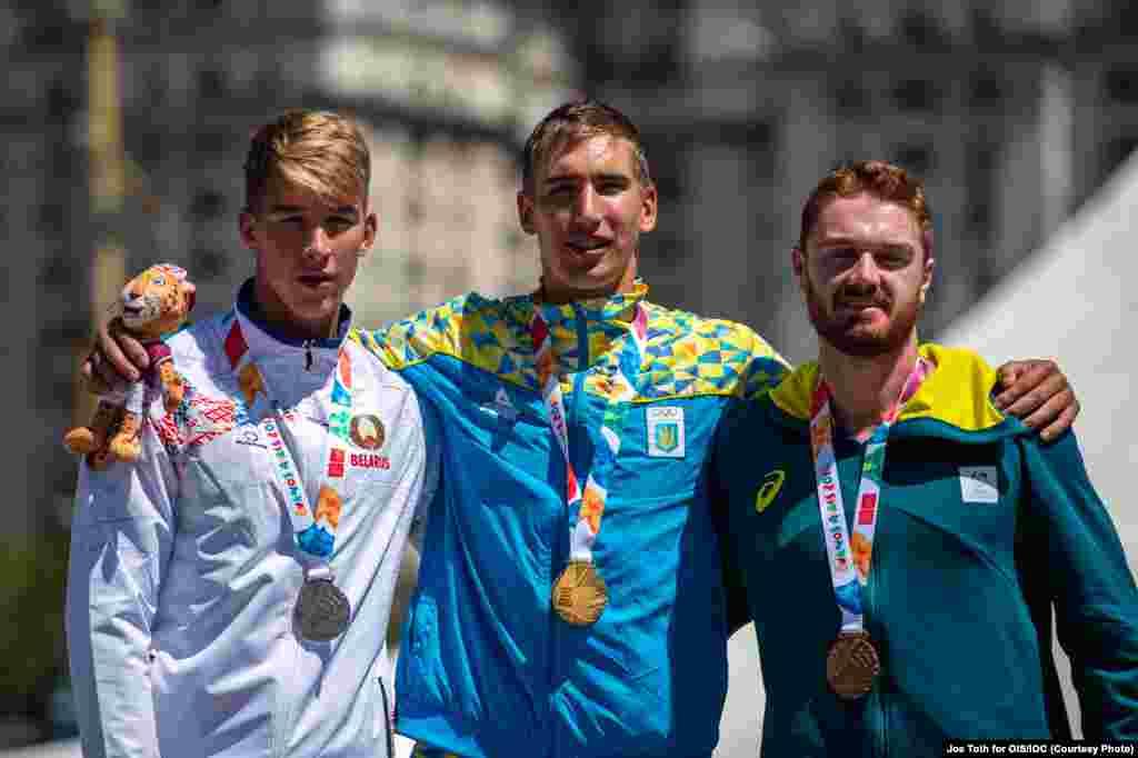 Іван Тищенко здобув першу золоту нагороду з академічного веслування серед «одиночок». До цього часу медалі вищого ґатунку українці не виборювали на жодній з Олімпіад – ні дорослих, ні юнацьких