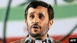 Prezident Mahmud Ahmadinejad uranın zənginləşdirilməsi ilə bağlı çıxış edərkən. 9 aprel 2007