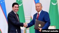 Өзбекстан президенті Ислам Каримов (оң жақта) пен Түркіменстан президенті Гурбангулы Бердімұхамедов. Өзбекстан, Ташкент, 8 қазан 2015 жыл.