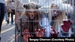Хайуанаттар құқын қорғаушы белсенділер шеруі. Санкт-Петербург, 20 қазан 2013 жыл.