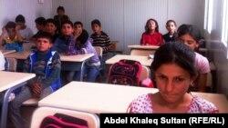 """صف دراسي في مدرسة بمخيم """"دوميز"""" للاجئين السوريين بدهوك"""