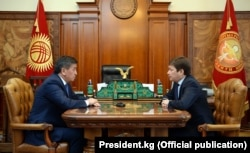Президент Сооронбай Жээнбеков и премьер-министр Сапар Исаков. 29 января 2018 г.