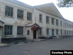Фото автора: занедбана школа № 9 у Торезі