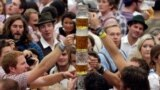 Oktoberfest piwo festiwaly. Arhiw suraty.