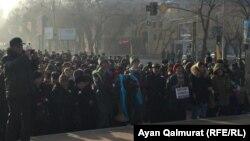 Церемония возложения цветов у монумента «Заря Независимости». Алматы, 17 декабря 2017 года.