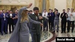 Пескова танцует лезгинку с Кадыровым