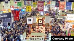 İstanbul Beynəlxalq Kitab Sərgisindən görüntü