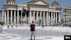 """Pamje nga një shesh në Shkup, që është pjesë e projektit """"Shkupi 2014""""."""