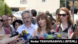 Бывшие коллеги Миминошвили также потребовали отставки главы Минобразования. По их словам, вчерашняя встреча с министром так и не дала ответа на вопрос, почему решение об увольнении Миминошвили Шашкин принял именно 28 мая, а не раньше