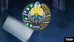 Шайлоо кутусуна тартылган Өзбекстандын герби.