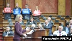 Protest opozicije u vreme obraćanja visoke predstavnice EU Federike Mogerini poslanicima u Skupštini Srbije