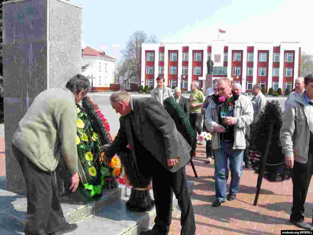 Belorusija - Opozicioni aktivisti posetili su černobiljsku zonu, 25. april 2011.
