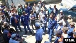 Забастовка рабочих компании «Трансстроймост» в Атырау. Июль 2009 года.