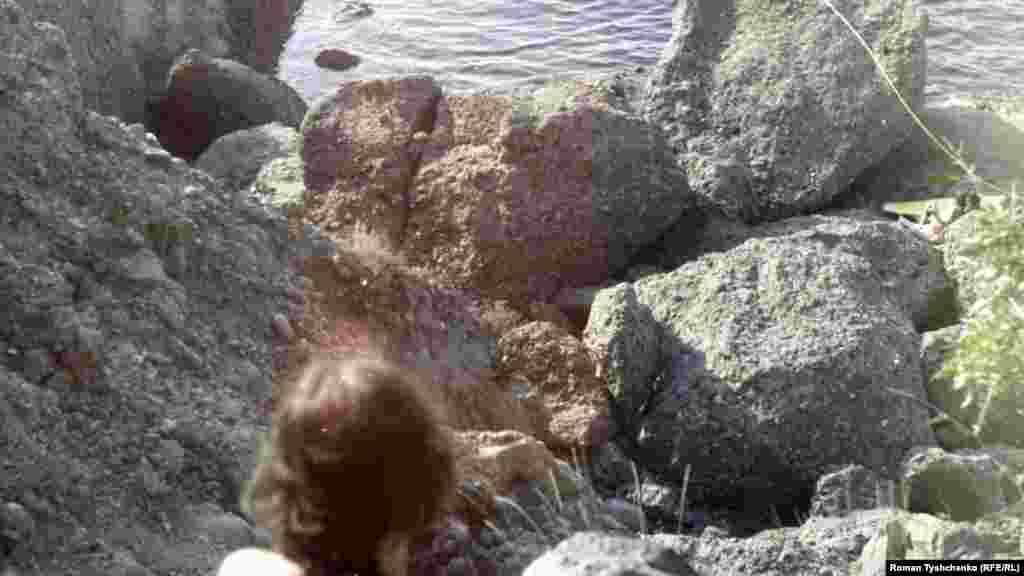 Дойти до моря непросто – нужно прыгать по валунам