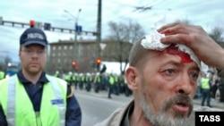 Первая кровь. Эстонии не удалось безболезненно снести советский монумент