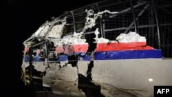 Реконструйована з уламків частина корпусу «Боїнга» рейсу MH17 була представлена у Нідерландах у жовтні 2015 року