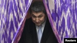Раиси ҲНИТ Муҳиддин Кабирӣ дар интихоботи соли 2010