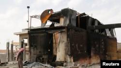 Rafineri e naftës e shkatërruar në Siri, nga sulmet ajrore të SHBA-së.