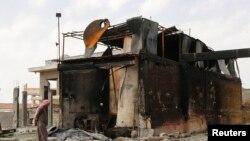 Suriyada neft emalı zavodu hücumdan sonra, arxiv foto