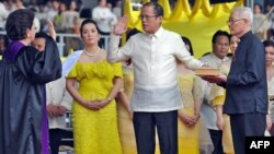 Benigno Aquino (center) is sworn in as president by Filipino Supreme Court Justice Conchita Carpio-Morales in Manila on June 30.