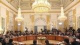 Şefii de guvern din Rusia şi din alte şapte foste republici sovietice discută la Sankt Petersburg un acord de liber schimb (octombrie 2011)