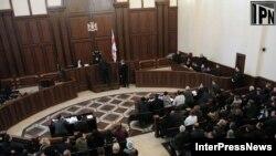 После получасового перерыва суд огласил свое решение: все обвиняемые освобождаются под залог