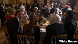 AQSh Prezidenti Barak Obama har yili Oq uyda ro'za tutuvchilarga iftor beradi.