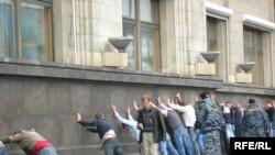 Разгон гей-парада в Москве в мае 2006 года