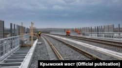 Будівництво залізниці через Керченський міст (архівне фото)