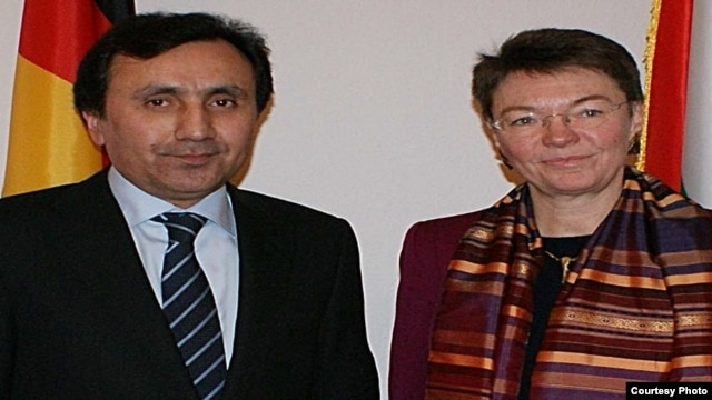 Patricia Flor was formerly Berlin's special envoy to Eastern Europe, the Caucasus, and Central Asia. Here she is pictured alongside Tajik Ambassador to Germany Imomudin Sattorov.