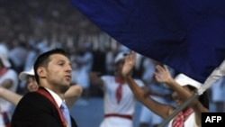 Amel Mekić nosi zastavu BiH na otvaranju Olimpijskih igara u Pekingu 2008. godine