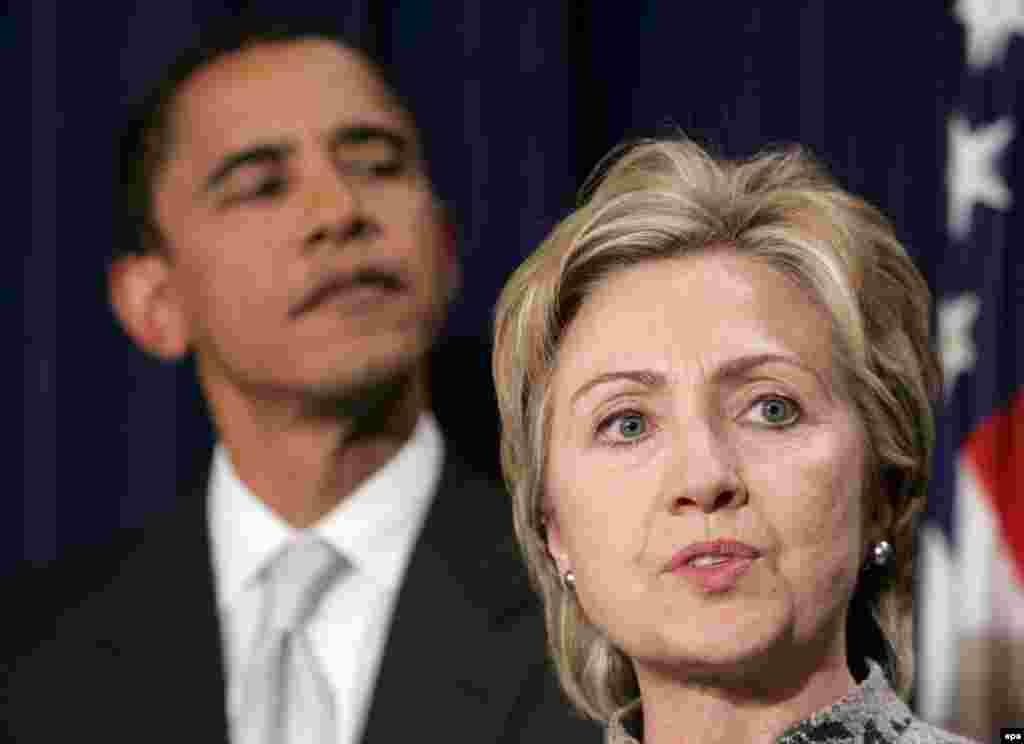 هیلاری کلینتون، همسر بیل کلینتون رییس جمهور پیشین آمریکا، رقیب اصلی باراک اوباما در انتخابات درون حزبی بود.