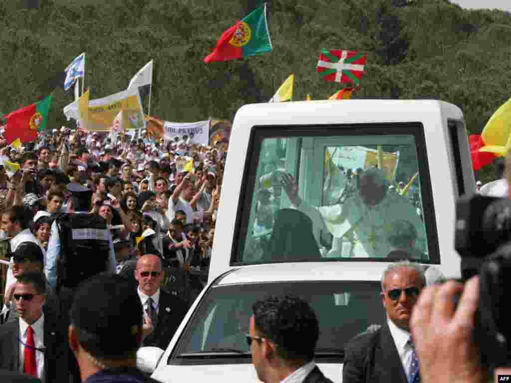 Папа Римский Бенедикт XVI отслужил сегодня мессу в городе Назарет
