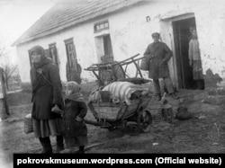 Виселення родини розкуркуленого селянина. Донеччина, 1930 рік