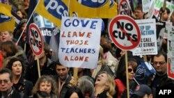 Политика нынешнего министра образования Майкла Гоува вызывает протест у многих британцев