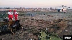 На месте крушения самолета украинских авиалиний вблизи аэропорта Тегарана. 8 января 2019 года. Фото предоставлено иранским новостным агентством IRNA.