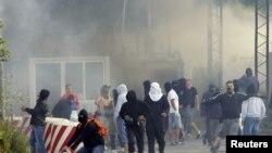 Косово - Запален граничниот премин Јариње