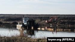 Добыча токсичного песка в Нижне-Чурбашском хвостохранилище, Керчь, 4 февраля 2019 год
