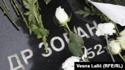 Cveće i sveće za ubijenog premijera Srbije