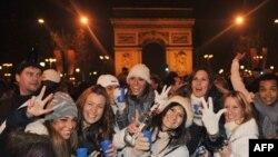 А в новогоднюю ночь в районе Елисейских полей, где собираются парижане и гости столицы, будет запрещена продажа алкогольных напитков