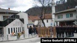 """""""Ko u ovoj zemlji zaboravi stanicu Štrpci i 27. februar 1993. odustao je od budućnosti', piše na spomeniku žrtvama"""