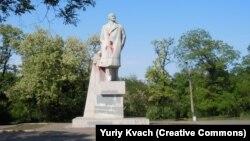 Останній пам'ятник Леніну в Одесі, облитий червоною фарбою ще кілька років тому, так і стоїть досі обляпаний